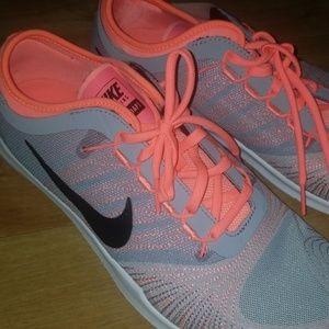 Nike flex adapt train shoes